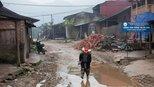 直击越南农村的真实生活:妇女挣钱养家,新娘衣服很特别
