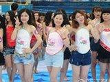 杭州美女穿肚兜拍毕业照