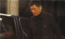 刘嘉玲现身与发哥深夜吃火锅