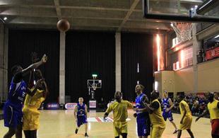 独特的外国人篮球赛 五湖四海的篮球心