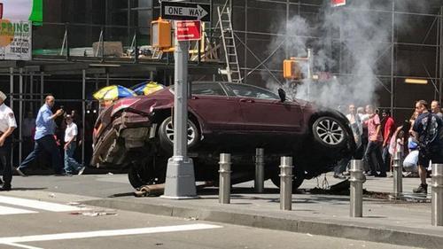 纽约广场发生汽车冲撞人群事件 肇事司机已被逮捕