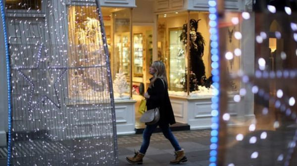 Chinese tourists flock to Manchester to buy jewelry from the British media: they love diamonds