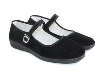平绒一带布鞋美女