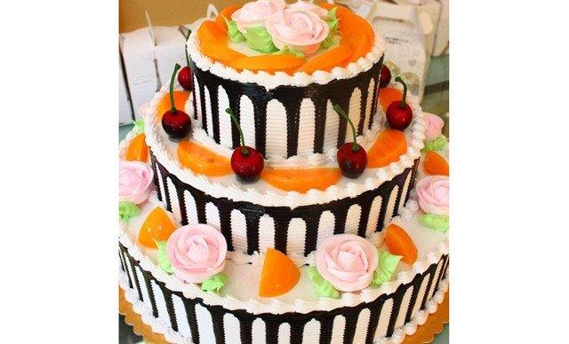 三层欧式水果蛋糕,约14英寸