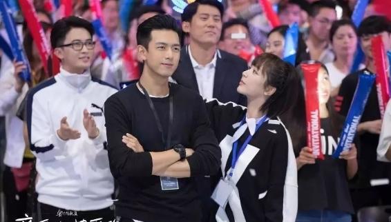 央视为杨紫李现正名,两人合体拍摄时尚杂志,穿情侣装很甜