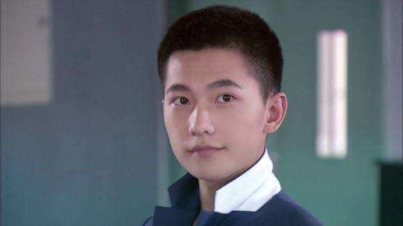 寸头发型,虽不如其他发型辨识度那么高,可能因为杨洋毕业于军艺和当兵图片