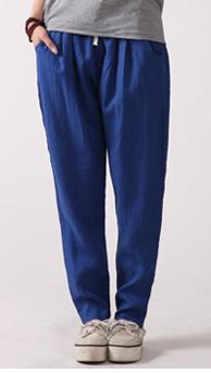 宝蓝色的休闲裤搭配什么颜色的上衣和鞋子