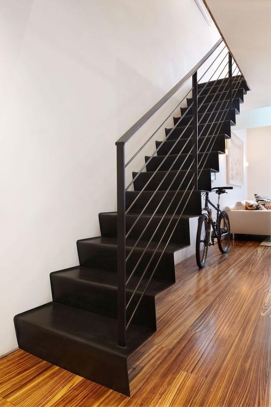 钢板楼梯踏步怎么处理与墙面的连接