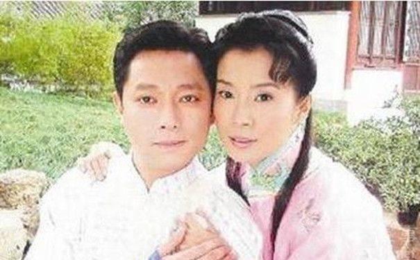 谢祖武,岳翎:1996年谢祖武与岳翎相恋,1998年分手.