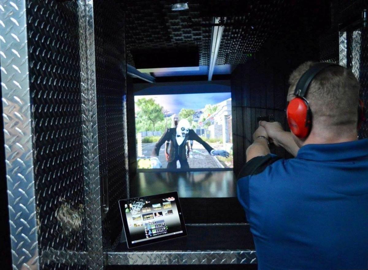 VR体验店真枪实弹体验射击