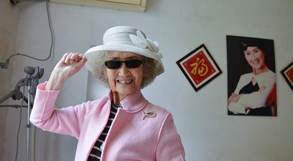 """南京90岁模特奶奶爱走秀 优雅时髦不输""""90后"""""""