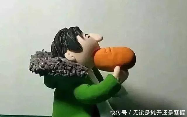 王思聪吃热狗什么梗 王思聪吃热狗图片遭恶搞
