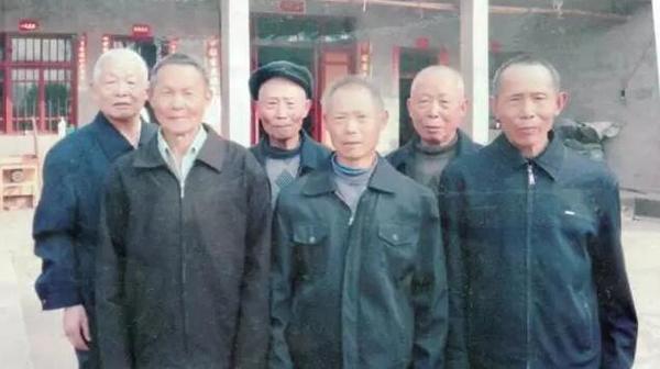 长寿家庭六兄弟加起来近500岁 家族百余人 - 周公乐 - xinhua8848 的博客