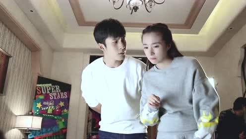 """《重返20岁》花絮:太拼了!韩东君险些""""压扁""""张超"""