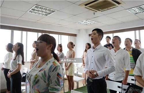 【主持】视频揭秘:17天速成培训月收入最高可弱智婚礼的图片