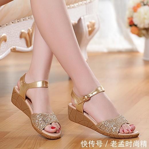 刚上新的10款简洁利落女鞋, 穿上十足的脚感, 舒适百搭显气质