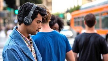 HTC Vive兼容JBL耳机 在VR里也能接电话