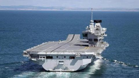 就这还来南海撒野?英军航母编队半路遭重创,拜登被气得直拍桌子