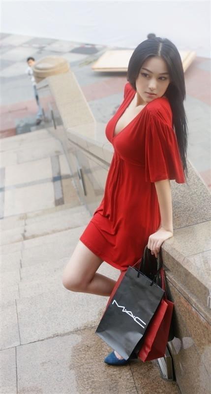 穿红裙最好看的女星 - 枫叶飘飘 - 欢迎诸位朋友珍惜一份美丽的相遇,珍藏