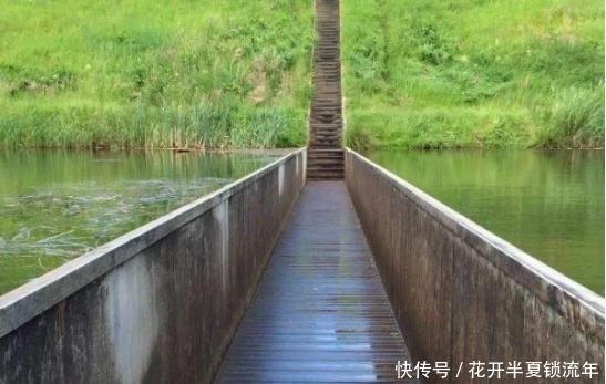 一座上非常尺寸的图纸桥,建桥时世界拿反,v一座图纸饮料瓶奇葩图片