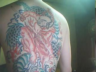 我是1988年农历8月初8中午出生的请问可以纹战马关公吗