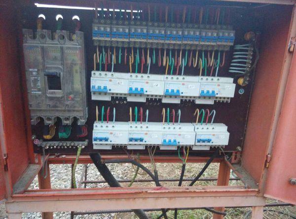 三相电箱接线图_三相五线电箱接线图