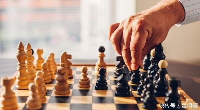 他是史上智商最高棋手:单枪匹马击败苏联王者,晚年却成美国公敌