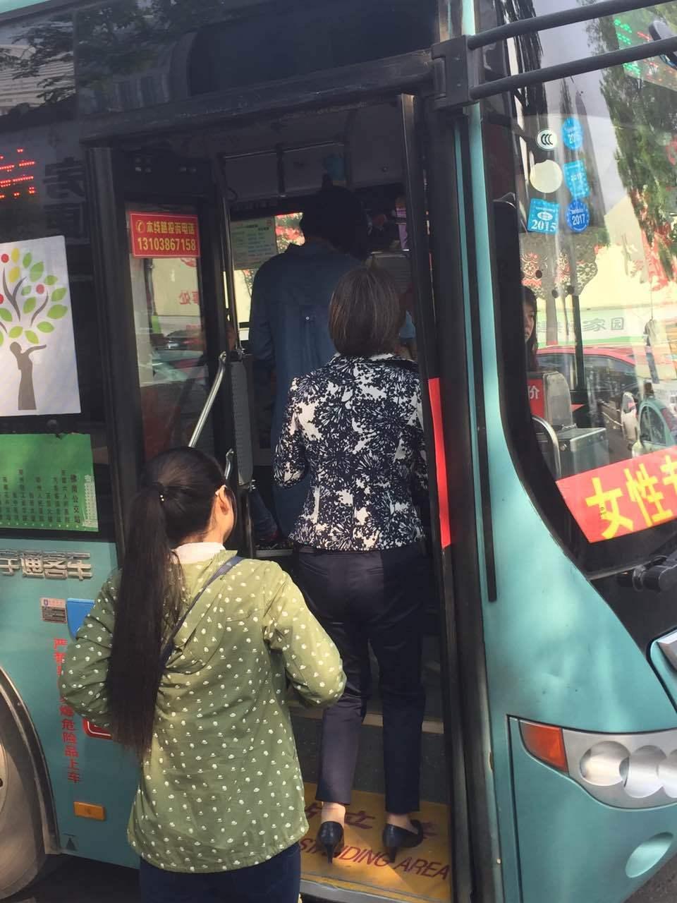 女性专用公交车有必要吗? 带你真实体验下
