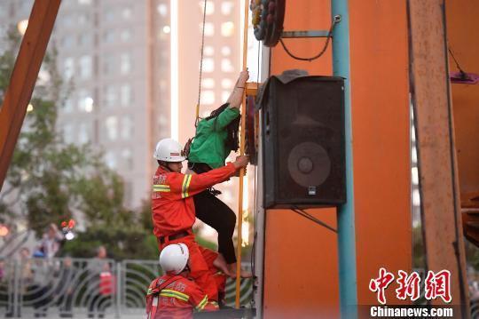 【转】北京时间     山西太原迎泽公园游乐设施臂杆断裂 4人被困 - 妙康居士 - 妙康居士~晴樵雪读的博客