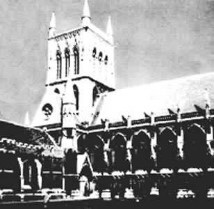 中世纪,在西欧某些城市学校和主教学校的基础上开始出现大学.