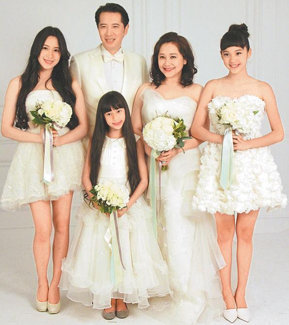 但小编认为娜比和姐姐欧阳妮妮,妹妹欧阳娣娣相比更似美丽的妈妈傅娟图片
