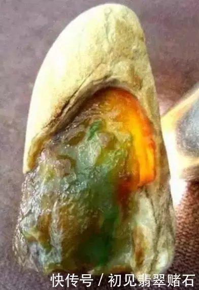 60000入手的翡翠原石,专家估价1亿7千万,差点被吓晕!