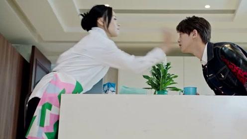 杨洋警告妈妈远离陈明,结果被妈妈反手一巴掌打在脸上!