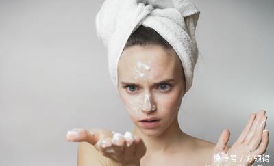 皮肤出油多还长痘痘怎么办?学7招还你干净嫩滑的肌肤!
