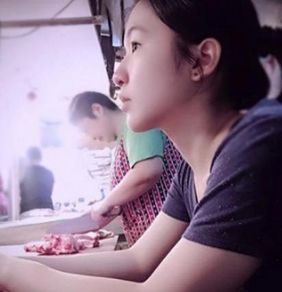 """美女大学生卖猪肉爆红:被网友称""""猪肉西施"""" - 一统江山 - 一统江山的博客"""