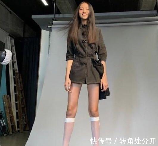 任达华女儿近照惊艳网友14岁身高1米8,完美遗传父母好基因