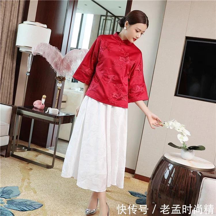 <b>微胖女性专属旗袍搭配, 经典红色, 显瘦修身!</b>