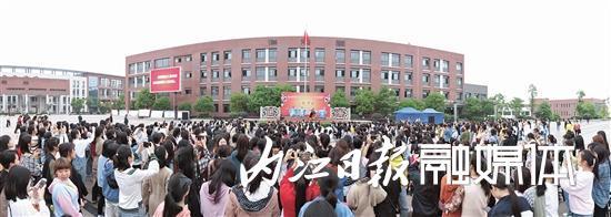 """隆昌市:川剧盛宴""""摆""""进校园"""