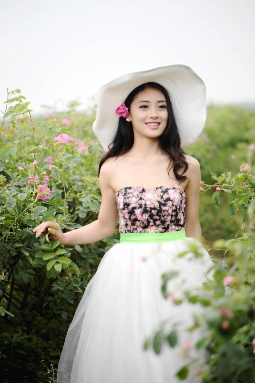 鲜艳的花朵美  笑容甜美的姑娘更美哦 - 枫叶飘飘 - 欢迎诸位朋友珍惜一份美丽的相遇,珍藏