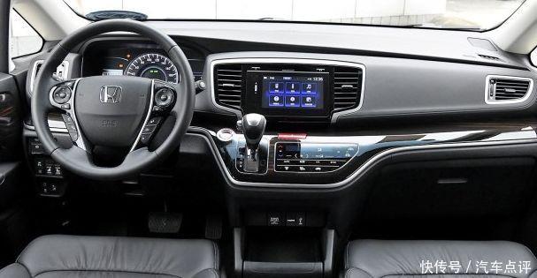 另外,车内32色智能led氛围灯也可以看心情调配,这可以说是比较高端的