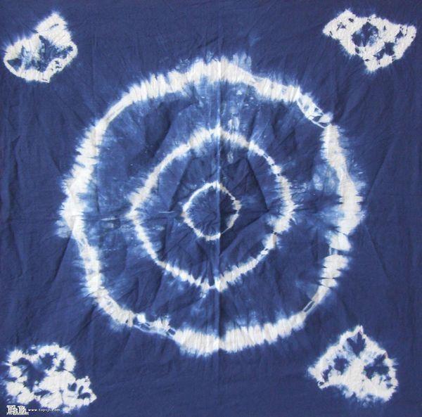 扎染是用绳线扎出的花纹,花纹不是画出来的.如图