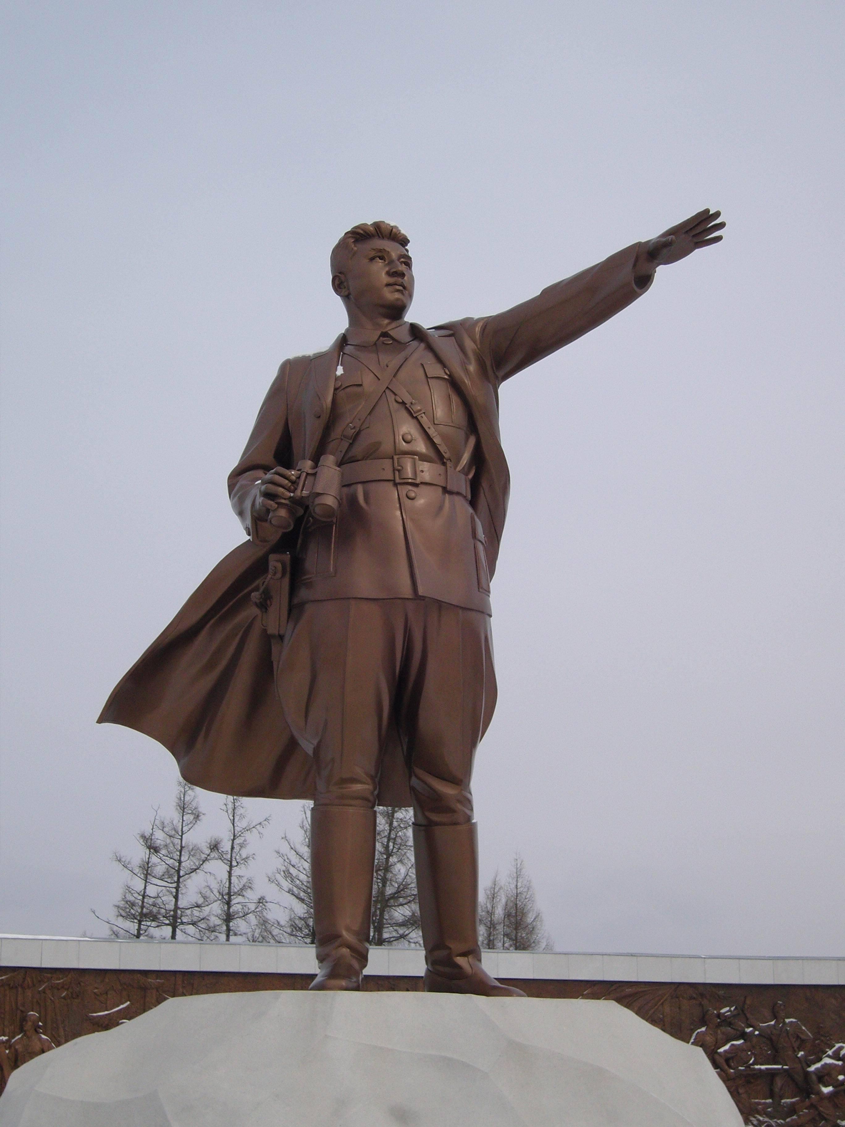 朝鲜龙世昌雕像