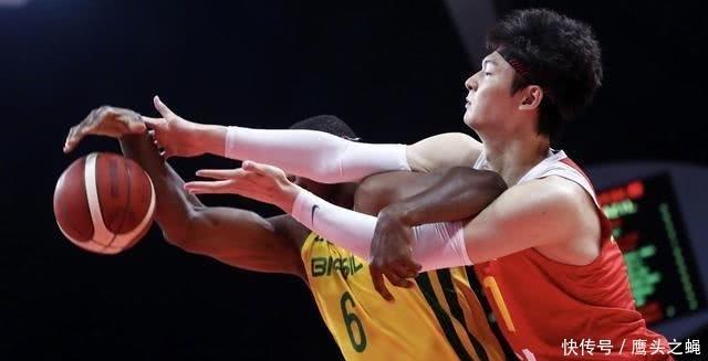央视直播,中国男篮VS巴西男篮热身赛第二场,中国队有哪些不足?