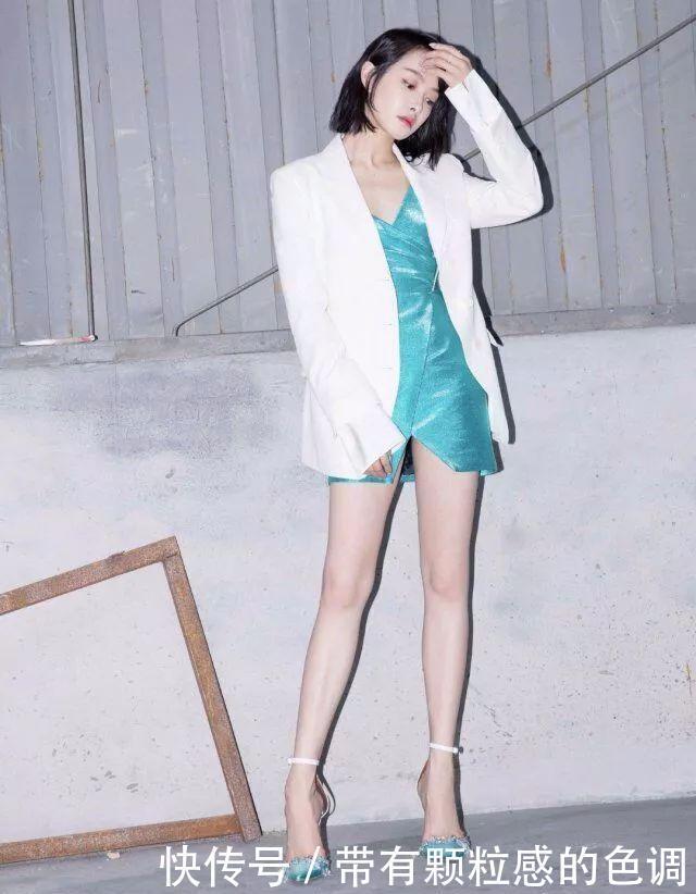 32岁的宋茜少女感十足,身穿大V林冰淇凌配色裙,重返少女时代