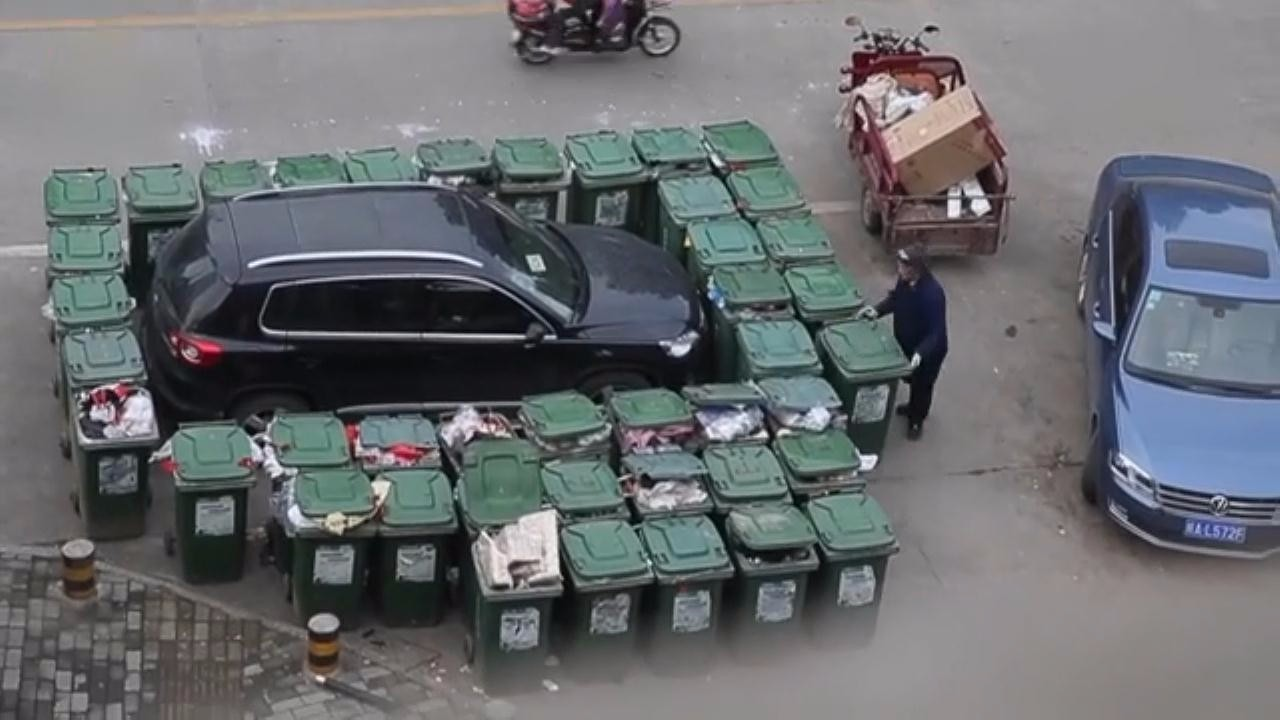 40垃圾桶围堵乱停车