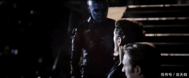 钢铁侠被惊奇队长救回的时候,他不想责怪美国队长,后来才爆发了