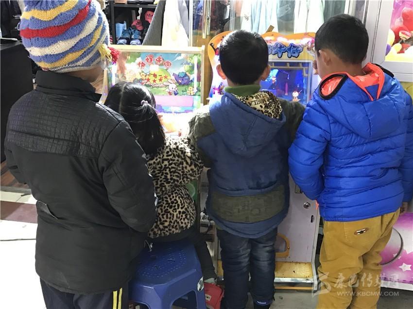 """关于儿童攀爬情歌广场的""""情歌歌谱雕塑""""的情况,我报于去年8月底做过"""