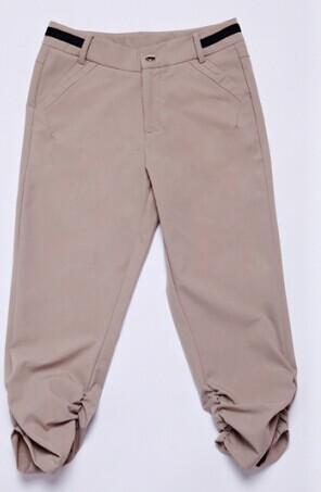 卡其色的七分裤搭配那种颜色的鞋子比较好