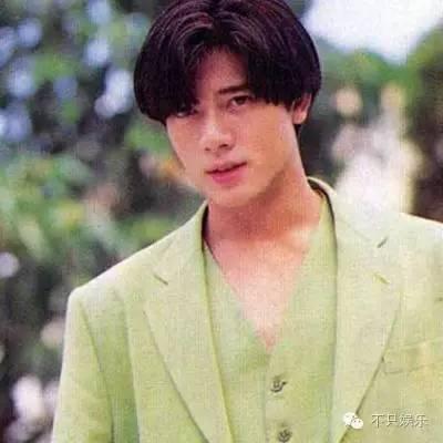 陈好这张有点显老 林俊杰~标志性的单眼皮 刘亦菲,满脸的娇嫩 周杰伦图片