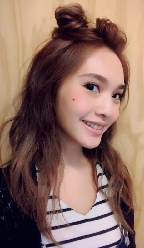 杨丞琳的这个造型真是太萌了 双丸子头可爱加分